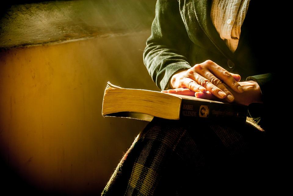 Reading Books_4