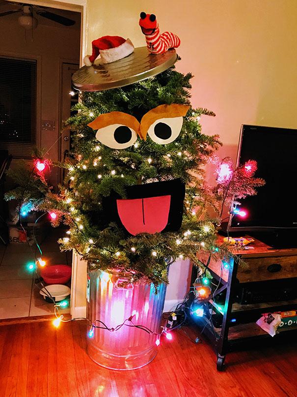 31. Ugly Christmas Tree Turned Into Oscarmas (And Slimy)