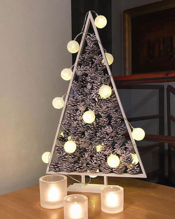 49. Simple But Stylish Christmas Tree