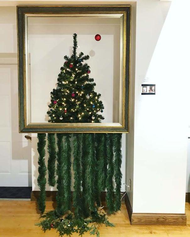 2 Levitating Christmas Tree