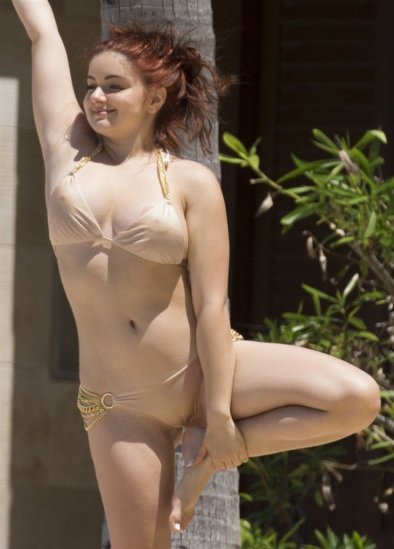 Ariel Winter Yoga Camel Toe
