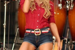 2. Jessica Simpson_Celebrities Expose Who Lost Their Virginity