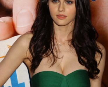 Alexandra Daddario Hot Images