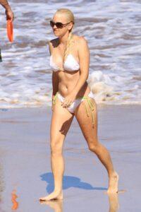 Anna Faris Shows Off Her Toned Body In A Sexy White Bikini