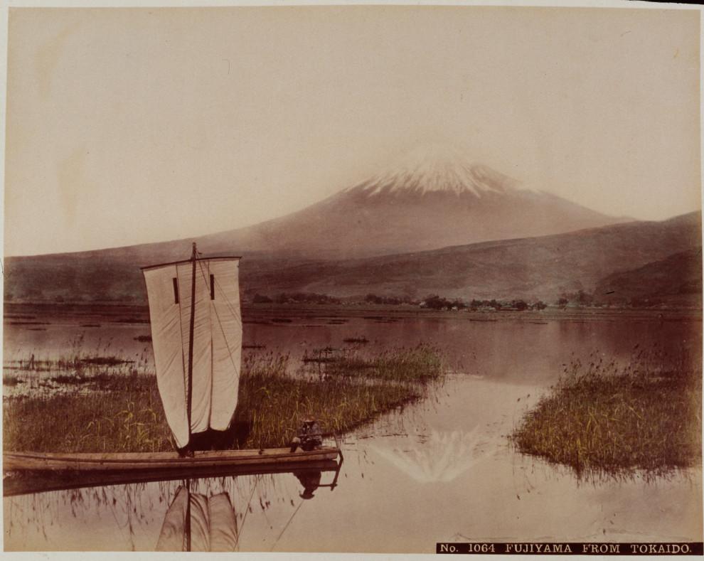 v16-Mount-Fuji-looming-Vintage-Pictures