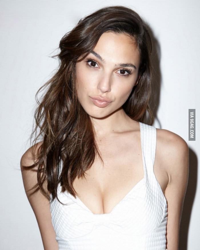 Gal Gadot boob
