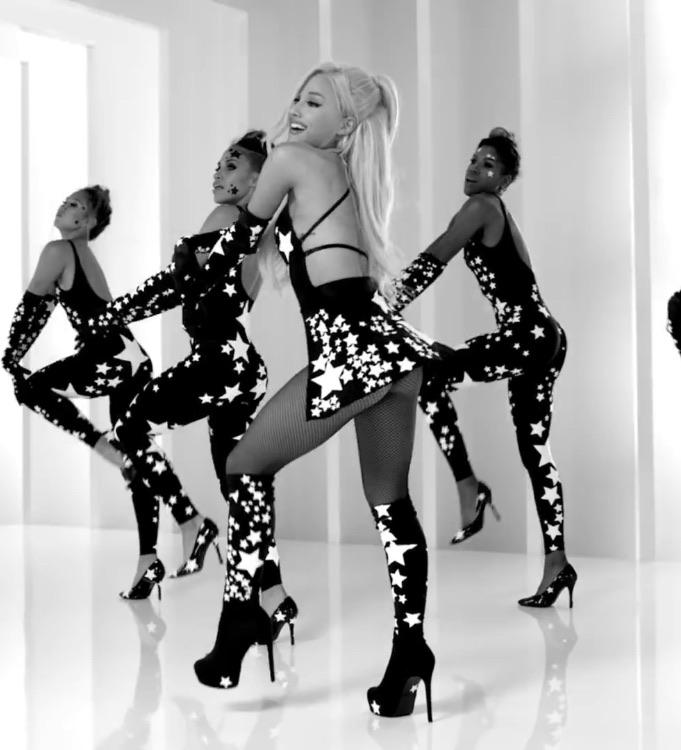 Ariana Grande Nake