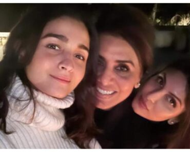 Alia Bhatt Poses With Riddhima And Neetu Kapoor